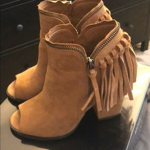DV by Dolce Vita Taupe Booties Size 6
